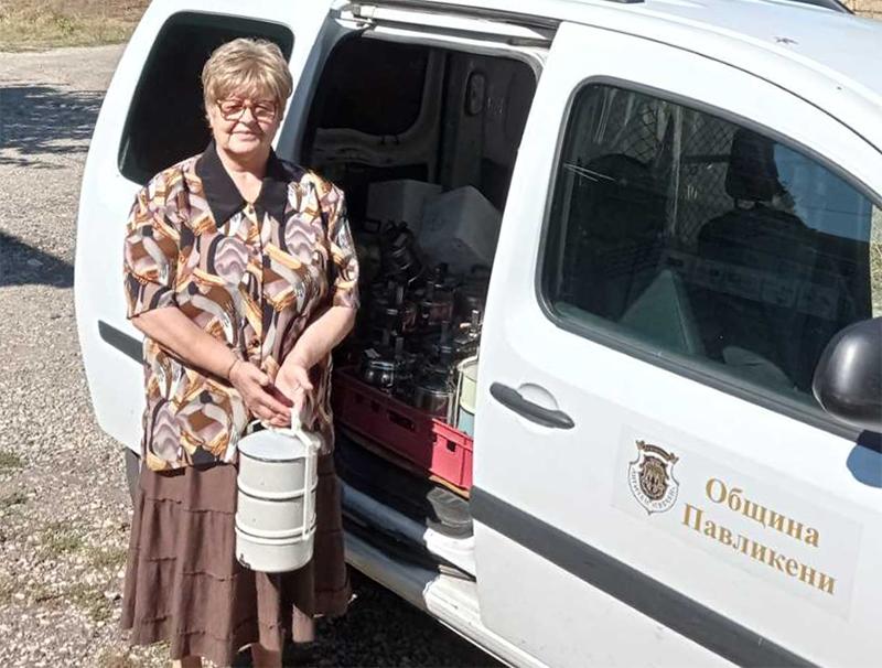 """IЗа хората, доставящи храна до дома - голямо """"Благодаря"""" от възрастните хора на с. Караисен"""