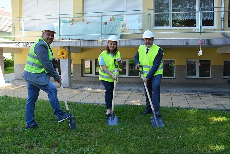 """IДве детски площадки ще бъдат изградени в двора на ДГ """"Слънце"""""""